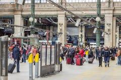 Vista interior de la estación del norte de París, (Gare du Nord) Foto de archivo