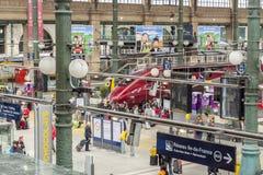 Vista interior de la estación del norte de París, (Gare du Nord) Imagen de archivo