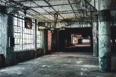 Vista interior de la fábrica abandonada de Fisher Body Plant en Detroit La planta está abandonada y vacante desde que imágenes de archivo libres de regalías