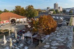 Vista interior de la fortaleza y del parque en la ciudad del Nis, Serbia Foto de archivo libre de regalías