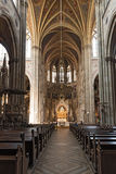 Vista interior de la iglesia votiva en Viena fotografía de archivo