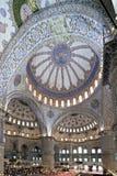 Vista interior de la mezquita de Sultanahmet Foto de archivo libre de regalías