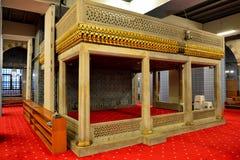 Vista interior de la nueva mezquita en Eminonu en Estambul imágenes de archivo libres de regalías