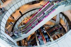 Vista interior de los grandes almacenes Fotos de archivo libres de regalías