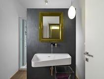 Vista interior de um banheiro moderno Imagem de Stock Royalty Free
