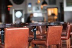 Vista interior de um restaurante imagens de stock royalty free