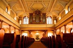 Vista interior de una iglesia Fotos de archivo libres de regalías