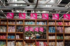 Vista interior de una librería moderna en la ciudad de Wuhan foto de archivo libre de regalías