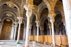 Vista interior del ibn Anas Mosque de Malik en Cartago, T?nez imagenes de archivo