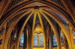 Vista interior del La Sainte-Chapelle (la capilla santa), una capilla gótica medieval real, situada cerca del Palais de la Cite Fotos de archivo libres de regalías