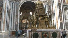 Vista interior del maggiore de Santa María de la basílica, Roma almacen de metraje de vídeo