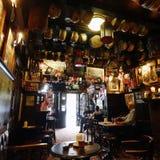 Vista interior del Pub de Londres Imagenes de archivo