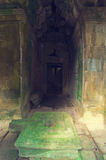 Vista interior del templo del som de TA. Angkor Wat fotografía de archivo