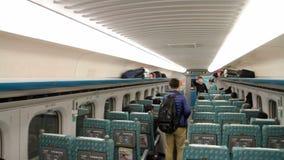Vista interior del tren ferroviario de alta velocidad de Taiwán (THSR) en la estación de Taipei HD almacen de metraje de vídeo