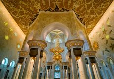 Vista interna alla moschea, Abu Dhabi, Emirati Arabi Uniti Immagine Stock Libera da Diritti