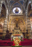 Vista interna, area dell'altare dei Di Siena del duomo Cattedrale metropolitana di Santa Maria Assunta tuscany L'Italia Fotografia Stock Libera da Diritti