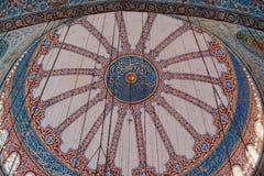 Vista interna da abóbada na arquitetura do otomano fotografia de stock