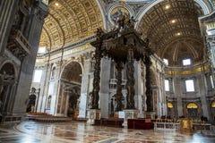 Vista interna da basílica do ` s de St Peter, Roma, Itália imagem de stock royalty free