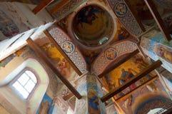 Vista interna da catedral da natividade de nossa senhora, monastério de St Anthony em Veliky Novgorod, Rússia Fotos de Stock Royalty Free