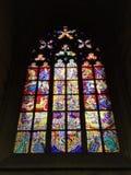 Vista interna da igreja medieval católica fotos de stock