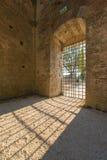 Vista interna de las ruinas de la abadía medieval de San Galgano cerca del Si Fotografía de archivo libre de regalías