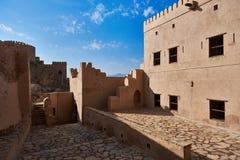 Vista interna de um forte histórico em Omã Fotos de Stock