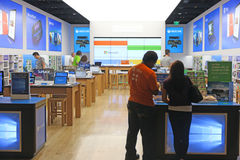 Vista interna de uma loja de Microsoft Fotografia de Stock
