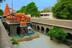 Vista interna de Vitthal Mandir con Lord Ganesha, lecho de un río seco de Vithalwadi, Prati Pandharpur Foto de archivo