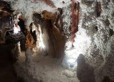 Vista interna dei miei con le stalattiti salate Fotografie Stock
