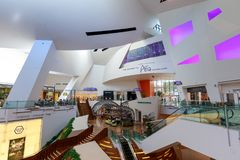 Vista interna del centro commerciale dei cristalli a Las Vegas fotografia stock libera da diritti