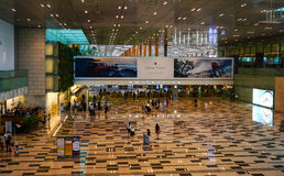 Vista interna del terminale 1 all'aeroporto in Changi, Singapore Fotografia Stock