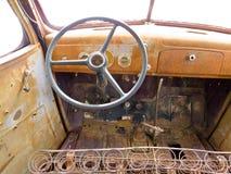 Vista interna della carrozza di vecchio camioncino scoperto junked arrugginito Fotografie Stock