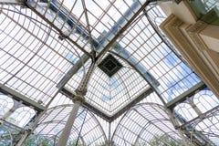 Vista interna della cupola di Crystal Palace (Palacio de cristal) in Reti Fotografie Stock Libere da Diritti