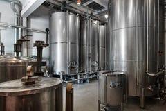 Vista interna della fabbrica del whiskey della distilleria della vodka e del whiskey fotografia stock