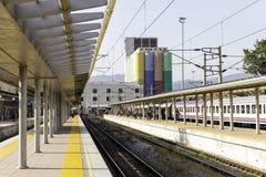 Vista interna della stazione ferroviaria di IZBAN Alsancak a Smirne Fotografia Stock Libera da Diritti