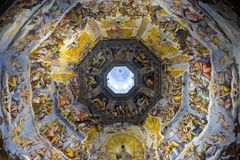 Vista interna di ultimo ciclo dell'affresco di giudizio in cupola della cattedrale di Santa Maria del Fiore, il duomo, Firenze, I Fotografie Stock