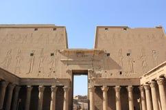 Vista interna di un pilone di Edfu Il tempiale di Edfu, Egitto Fotografia Stock Libera da Diritti