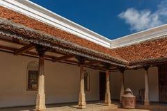 Vista interna di una casa antica di Tamil Nadu del brahmin, Chennai, India, il 25 febbraio 2017 immagini stock libere da diritti