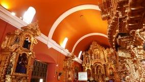 Vista interna di vecchio interno della chiesa di tempo coloniale a Lima Fotografia Stock Libera da Diritti