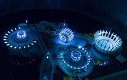 Vista interna e lago sotterraneo nella miniera di sale e nel museo Salina Turda Immagini Stock Libere da Diritti