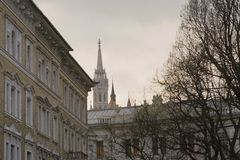Vista inusual del chapitel de Matthias Catholic Church en Budapest imagen de archivo
