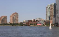 Vista a Jersey City de Hudson River, NY, EUA Fotografia de Stock Royalty Free