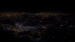 vista 4K superior da janela do avião na noite Voo plano acima de China a?reo video estoque