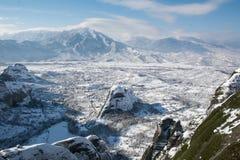 Vista a Kastraki del monasterio de Megala Meteora imágenes de archivo libres de regalías