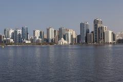Vista Khalid Lagoon e Al Noor Mosque (Al Noor Mosque) Sharjah United Arab Emirates Imagem de Stock