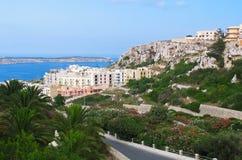 Vista a la aldea de Melliha en Malta fotos de archivo