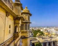Vista a la ciudad antigua de Udaipur imagen de archivo