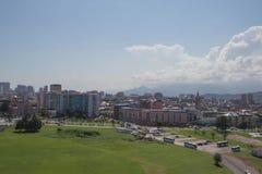 Vista a la ciudad de Batumi en Georgia Vista general de la ciudad del punto de vista Batumi, Georgia Cielo de Sunny Summer Day Wi imagenes de archivo