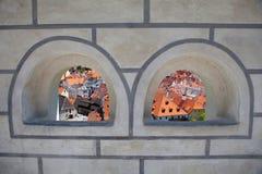 Vista a la ciudad de la arcada Imágenes de archivo libres de regalías
