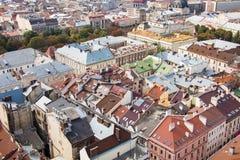 Vista a la ciudad de Lviv ayuntamiento Fotos de archivo